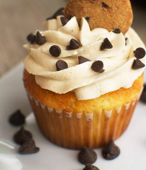 chocolate-chip-cookie-dough-cupcakes-2
